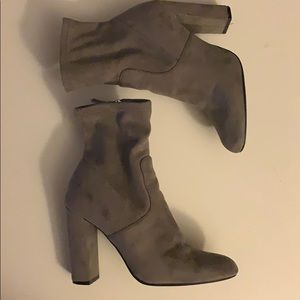 MADDEN GIRL GRAY ANKLE BOOTIES